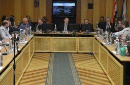Testületi ülés: új szolgáltatásokkal segít a családoknak az önkormányzat